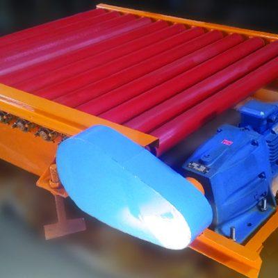 میز رولیک برقی با شاسی ورق خم کاری، پایه های قابل ریگلاژ و موتورگیربکس زنجیری شفت مستقیم